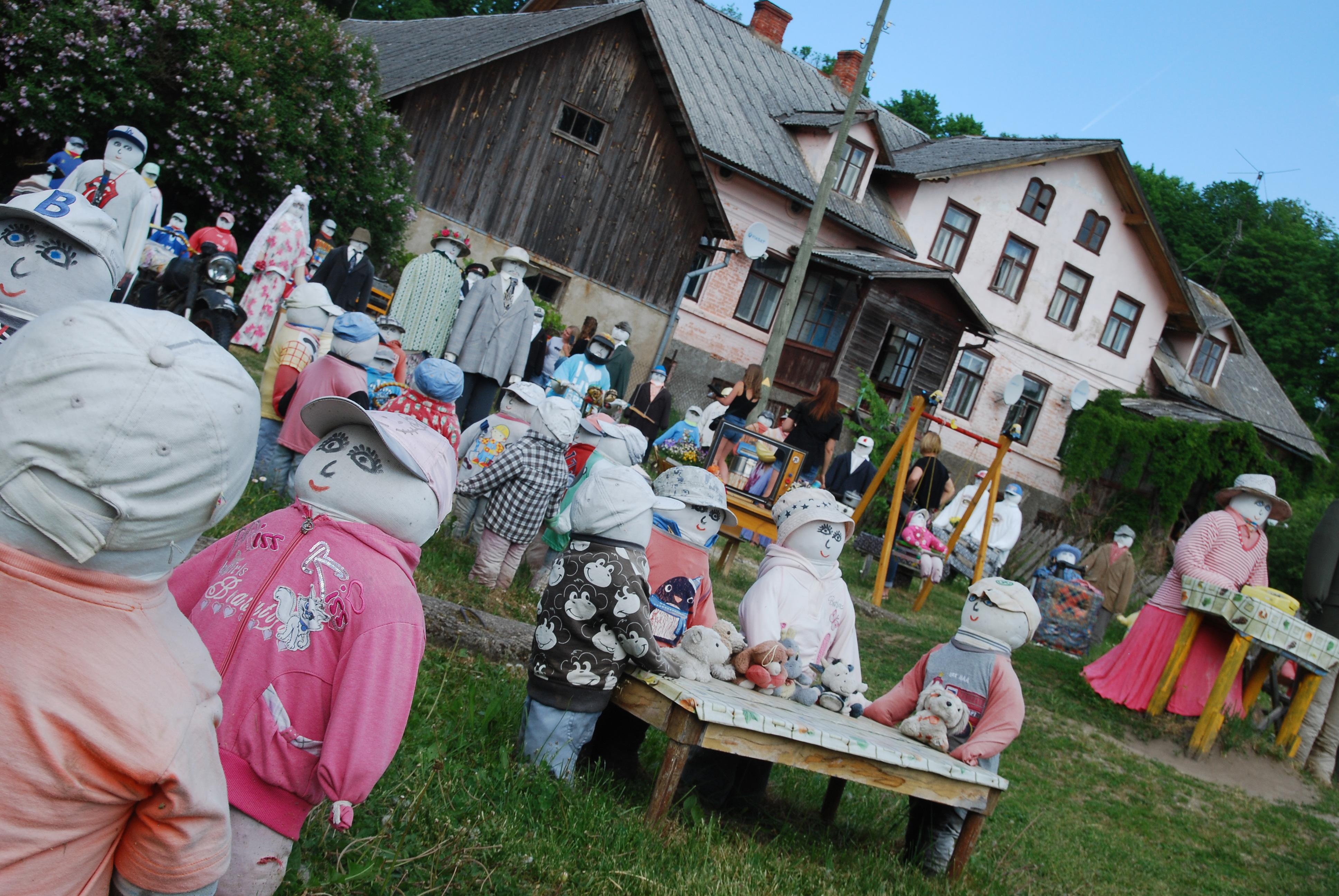 08 Puppenversammlung